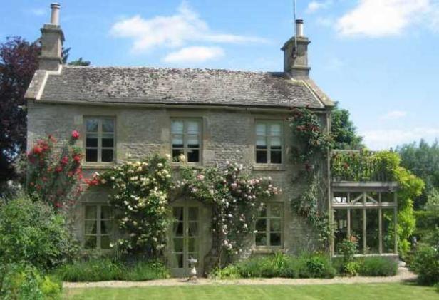 Fairy tale exterior flowering vines