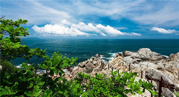 Stand on top of the #mountain and you will get a magnificent #SeaView.  #Sanya…