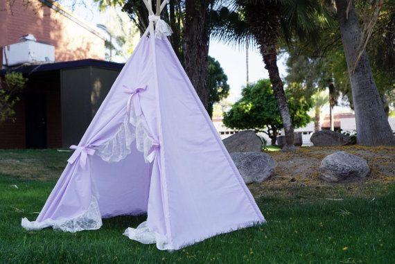 Créateurs discours: ▂▂▂▂▂▂▂▂▂▂▂▂▂▂▂▂▂▂▂▂ Purpleholic, à base de lavande et extra large volant de dentelle avec bord de pétoncles. Le tipi utilise mélange léger de coton base lavande. Le tissu est perméable à l'air et vous permettra de plus de lumière à venir dans la tente, ce qui le