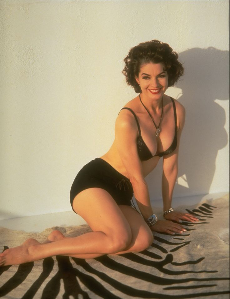 Sela Ward - She has such a beautiful face and a lovely smile.  Before plastic surgery.