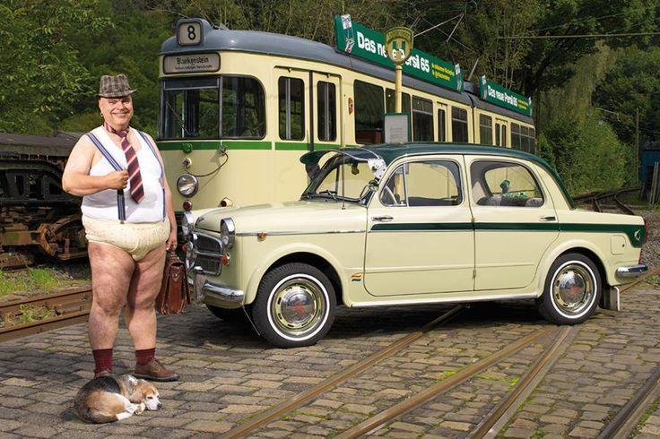 Der Wuppertaler Autowäsche-Kalender ist der Gegenentwurf des berühmten Pirelli-Klassikers. Statt leichtbekleideter Frauen posieren Männer in Unterwäsche vor wunderschönen Autoklassikern.