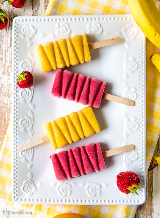 Marjoista ja hedelmistä valmistetusta smoothiesta tulee koko perheen viileä kesäherkku, kun sen pakastaa jäätelöiksi. Jäätelö on jäätelö - vähän terveellisempänäkin versiona! Jäätelöt voi valmistaa fiinimmin silikonisiin jäätelömuotteihin tai yksinkertaisesti kertakäyttömukeihin.