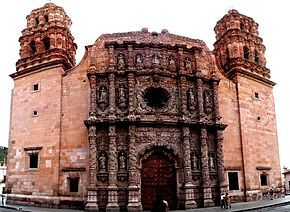 Panorámica de la fachada principal de la Catedral de Zacatecas.