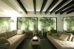 RENOWACJA DOMU W SAI KUNG / HONG KONG: styl , w kategorii Salon zaprojektowany przez OneByNine