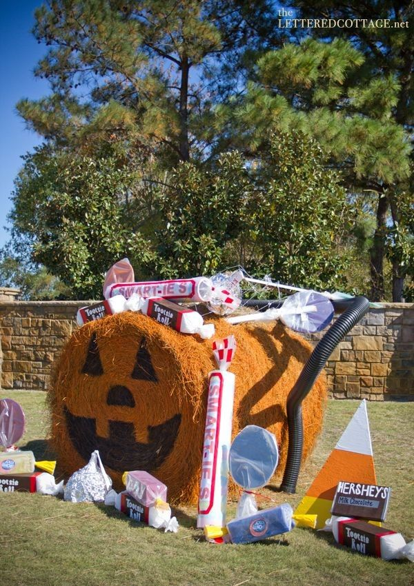 These great Halloween hay bales decoration ideas are so creative ! Learn these in 2015 ! - Fashion Blog