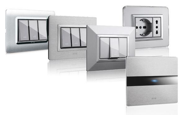 """Le serie Civili Sistema 44 di AVE si arricchiscono di una nuova rivoluzionaria gamma di prodotti in alluminio anodizzato e spazzolato dotati di tecnologia """"a sfioramento"""" AVE Touch."""