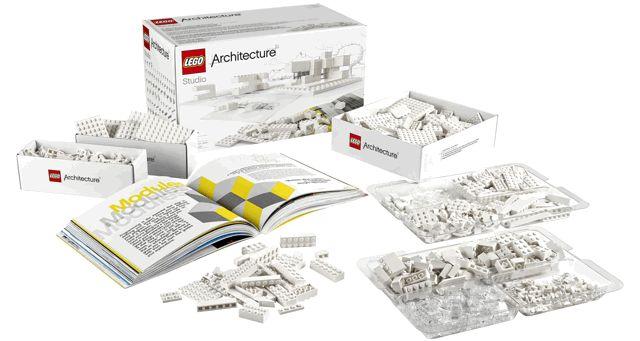 """10 torri LEGO firmate da studi di architettura milanesi - Il nuovo concept della linea LEGO fa la sua apparizione all'interno della mostra """"Grattanuvole"""""""