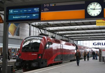 how to travel by train from amsterdam to munich
