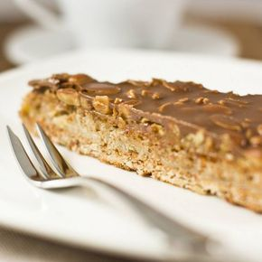 La torta al cioccolato e nocciole è un dolce velocissimo, pronto in pochissimi minuti, non necessita di cottura!! Buonissimo!