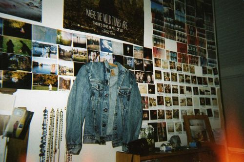 indie roomwall wow loads of small pictures there its a bit too neat for me tho i like the denim jacket in the background interior designs pinterest. beautiful ideas. Home Design Ideas