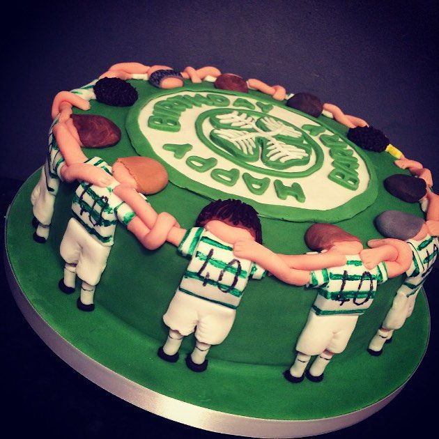From kayles18 on Instagram #celtic #celticfc #football #cake #players #huddling #home #baking #baker #decorating #decorated #food #foodporn #instafood #foodie #foodpic #foodphotography #supporter #fan #cakage #loveit #lovetocook #lovetobake #lovebaking