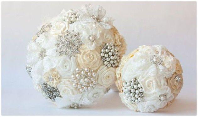 Что такое букет дублер на свадьбу и зачем он нужен?  http://svadbadonetsk.ru/buket-dubler-na-svadbu/