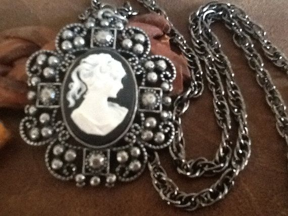 CaMeo PeNDaNT NeCKLaCe/ Black and White Cameo/ by Ivanwerks