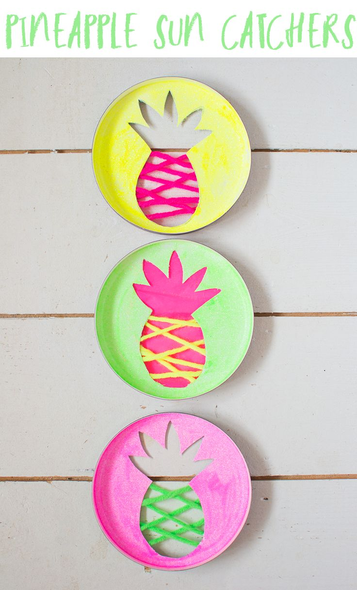 These neon pineapple sun catchers make the perfect summer craft. Using neon glitter, yarn and tissue paper they brighten up your home and look great
