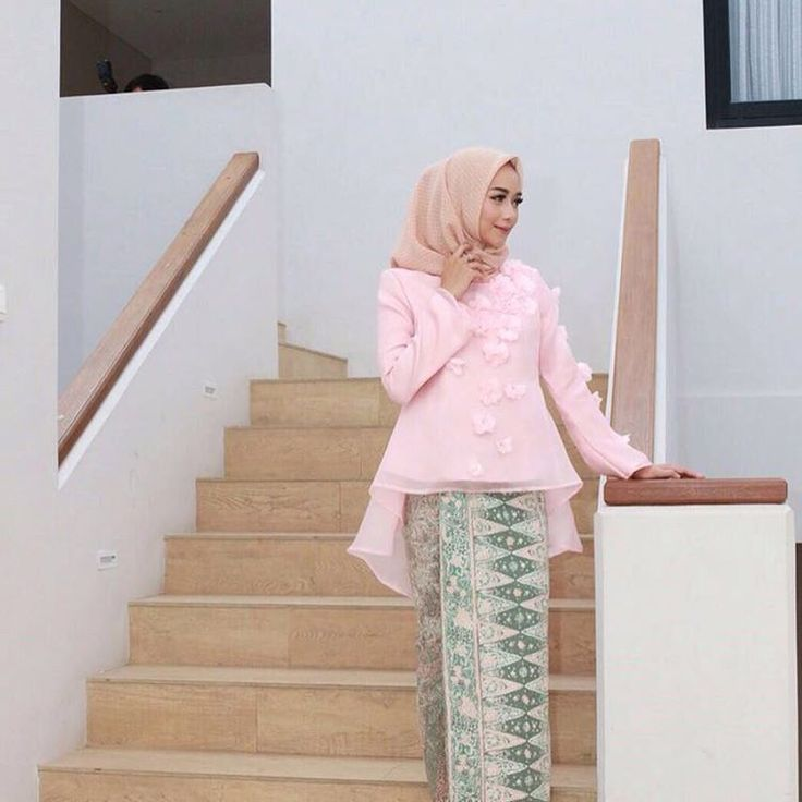 "60 Likes, 16 Comments - Hera's OfficiaL (@herasofficial) on Instagram: ""Ready stock flowery organza top ✨ #herasofficialreadytowear #organzatop #semikebaya #localbrand"""