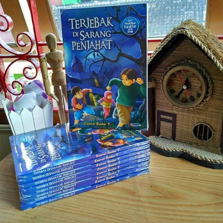 """Buku Anak Karya Zaenal Radar T, """"Terjebak Di Sarang Penjahat""""(2016)"""