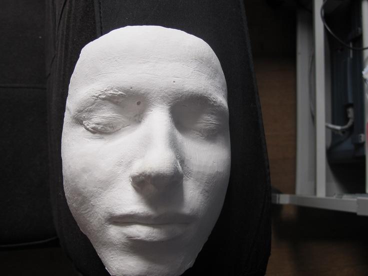 Duplicaat van mijn gezicht in gips. Goed bewerkbaar en goedkoop, wel breekbaar