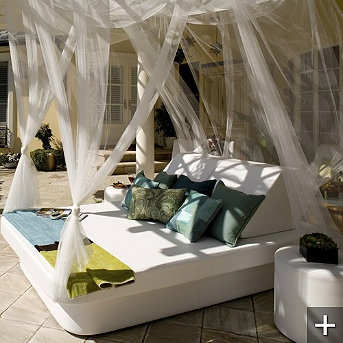 La Fete Modern Crib And Lean Outdoor Daybed.Who Wouldnu0027t Want This To Relax  On Outside!