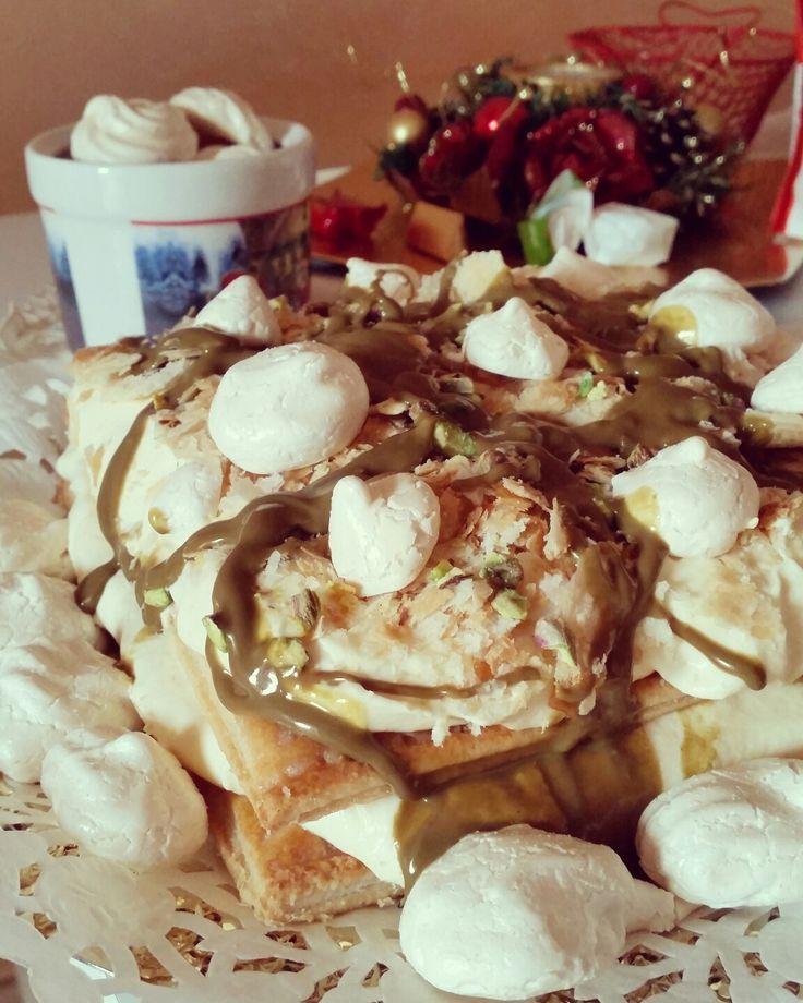 Millefoglie al pistacchio e meringhe