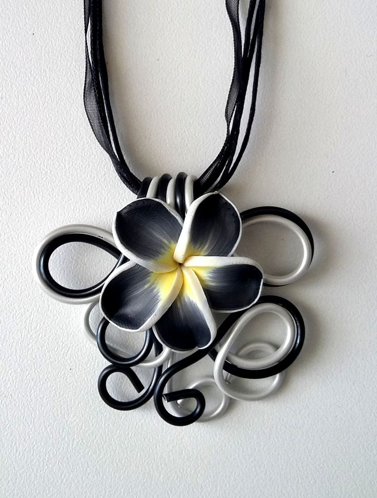 Collier fleur noire