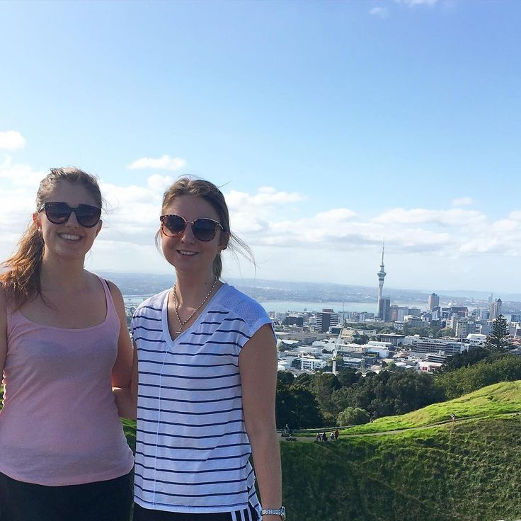 It's Monday! ☕️ Make the most of daylight savings while it's still here... How about make an effort to catch up with friends over a scenic walk / exercise sesh rather than dinner (or pre-dinner 😜🙊)?? We went up Mt Eden on the weekend and it was 👌👌 Naomi x