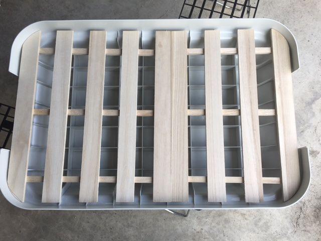 これがないと、頑丈ボックスに格子状になってる部分の出っ張りがあるので、ロールトップすのこがまっすぐになりません。