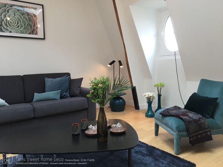 A Paris, Boulevard Haussmann, Au 6ème Sous Les Toits. Charmant Appartement  Plein De