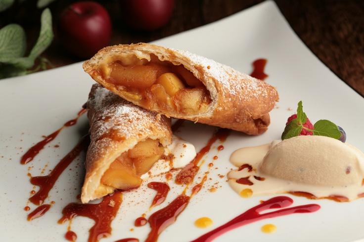 Dessert  アップルシナモンのチミチャンガ  シナモンとキャラメルの風味をまとった  りんごをトルティーヤで包んだ揚げたアツアツのデザート