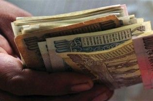 The Union Cabinet on Wednesday approved a proposal to hike dearness allowance by 6% to 119% from 113%. The move will benefit over one crore government employees and pensioners. The proposal to increase DA by 6% points was taken at a meeting by the Union Cabinet. DA is paid as proportion of the basic pay. Earlier in April, the government...  Read More