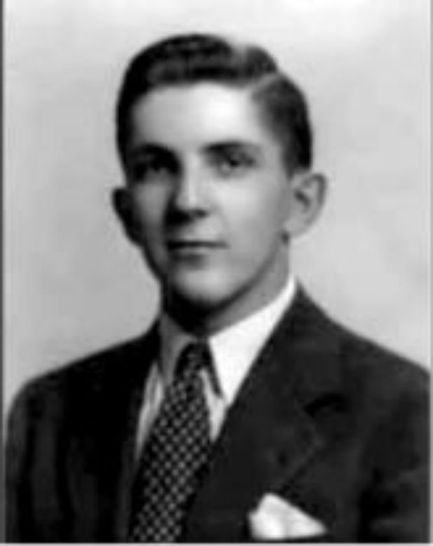 Young Jonathan Frid. {From Fanpop! link to tons of photos & videos of different shows.} #DarkShadows