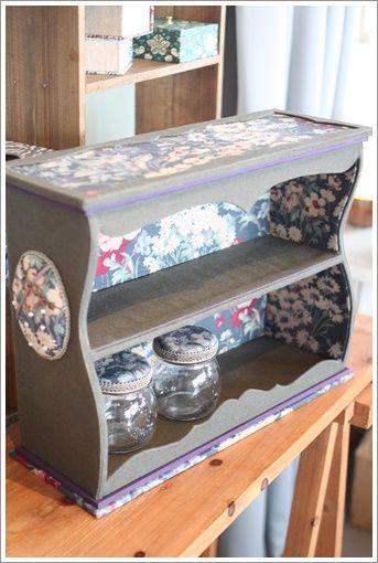 сбоку игольница, крышки банок тоже оформлены тканью!