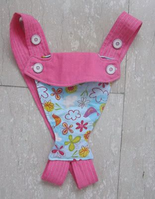 While looking for a baby doll carrier tutorial, I came across a couple of rather interesting ones and deconstructed some actual baby carrier...