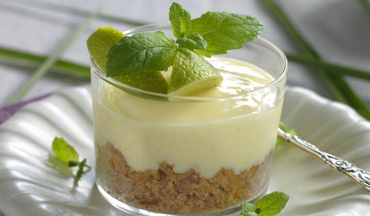 Smarrig paj med limesmak är både härligt färsch och krämigt gott. Gör den direkt i portionsglas. Klart på 20 minuter.