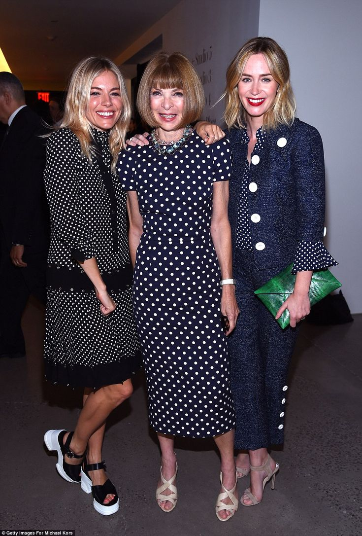 Oh no! Vogue editor Anna Wintour was also there; here she is with Emily and…