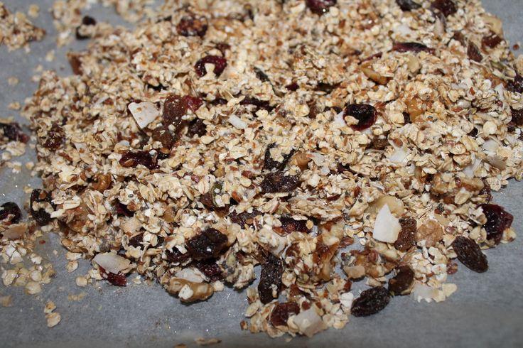 Recept granola zelf maken met Kaneel : Zelf gezonde cruesli maken met havermout en gezonde nootjes en vruchten. Budgetproof en erg lekker!