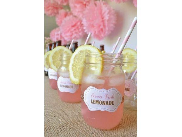 Limonada en tarros para las bebidas de la boda