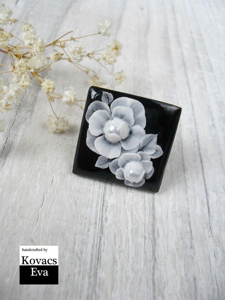 Black and white ring.Flower ring.White flowered ring.Black statement ring.