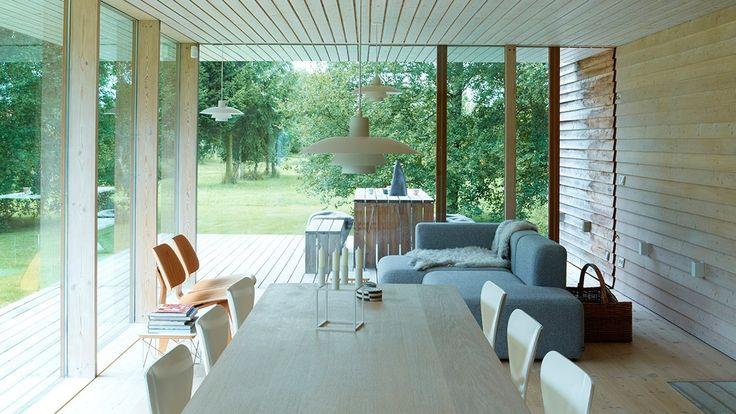 Ægteparret Hanne og Klaus Thorsen faldt omgående for det arkitekttegnede sommerhus på Møn, og det forstår man godt.