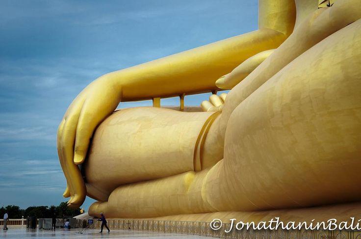 The Big Buddha Ang Thong Thailand  For the ebook The Bangkok Story an Historical Guide to the Most Exciting City in the World - go to http://ift.tt/2kq9do7  #aroundtheworld #worldtraveler #jonathaninbali #www.murnis.com #travelphotography #traveler #lonelyplanet #travel #travelingram #travels #travelling #traveling #instatravel #asian #photo #photograph #outdoor #travelphoto #exploretocreate #createexplore #exploringtheglobe #theglobewanderer #mytinyatlas #planetdiscovery #roamtheplanet…