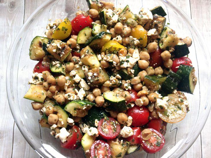 Clean Eating Grill-Rezept: Gesunder Zucchini Kichererbsen Salat (Paleo Recipes Grill)