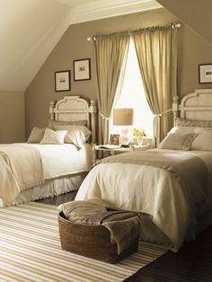 TidbitsTwine Guest Bedroom Inspiration 11 Guest Bedroom Inspiration {20 Amazing Twin Bed Rooms}