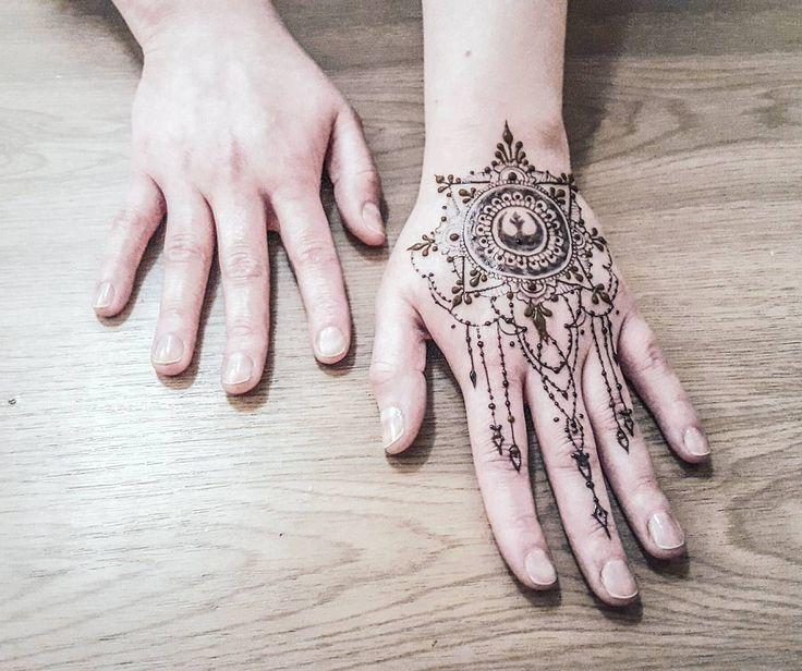 Star Wars, mandala and intricate chain style for @ninquelen ❤❤ #henna #hennapro #hennadesign #mehndi #mehendi #mehandi #bodyart #katowice #śląsk #kraków #warszawa #łódź #poznań #tattoo #tatuaż #flowers #jagua #dotwork #starwars #starwarsrebels #mandala