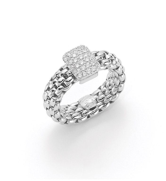 #Anello in #orobianco con #diamanti di @fopegioielli; disponibile da Bortolin Gioielli: www.bortolingioielli.it/prodotti