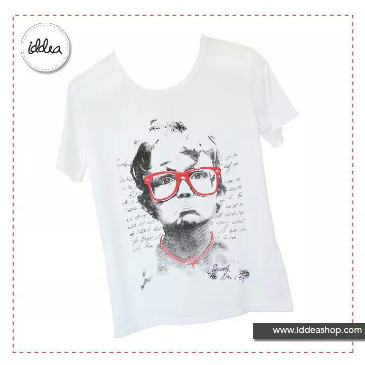 Textura suave y con apariencia relajada, este t-shirt puede traer mucha diversión a un look casual de siempre y al más soleado de los viernes.   Encuéntralo en nuestra tienda online.