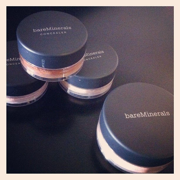 Beauty and the Bisque... that is @bareMinerals Deluxe Bisque Multitasking Makeup with Locking Sifter.