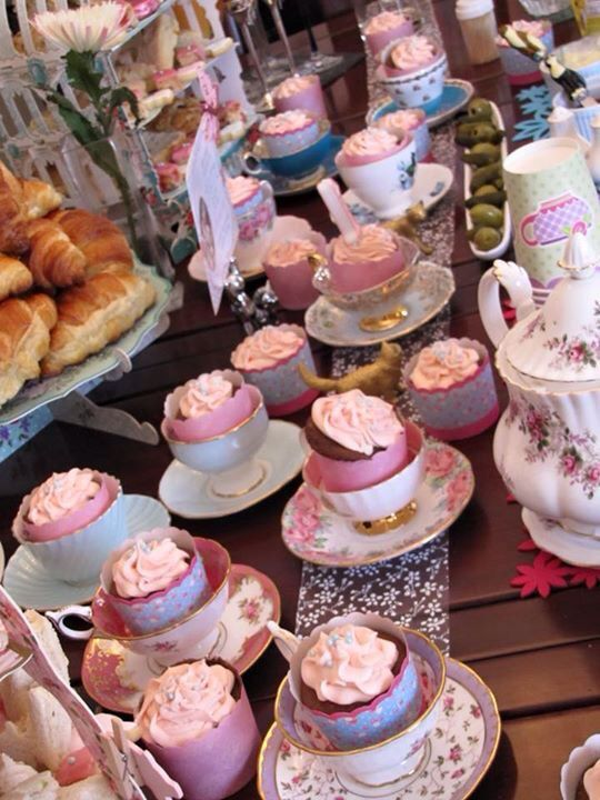 Mom's tea cups to display homage cupcakes