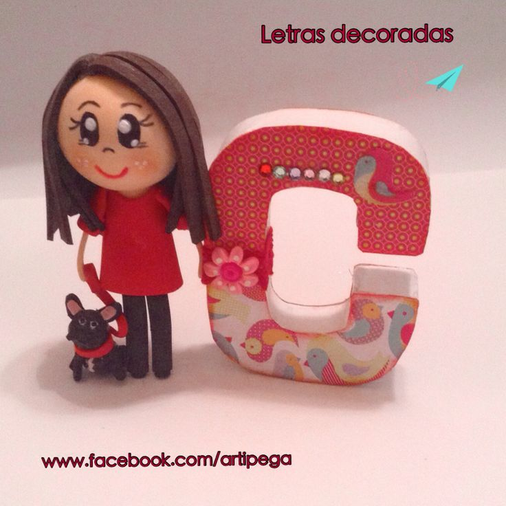 Letras decoradas con una mini fofucha y su mascota. #fofuchas #mascotas