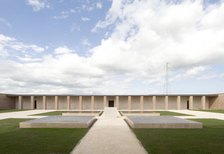 Crematory In Parma / Studio Zermani e Associati. This is another case showing the architecture as intermediate between human and nature. The open courtyard generate a public space for communication between sky, earth and human.