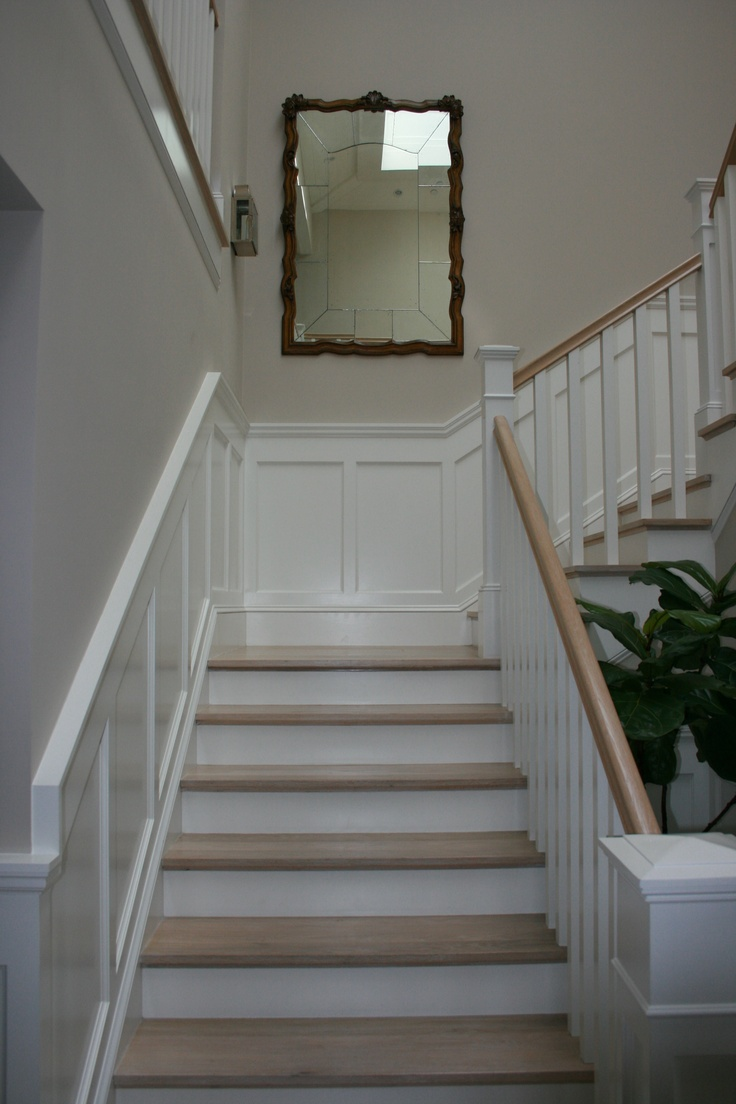 Best Pretty Staircase With Mirror At The Landing Staircase 400 x 300