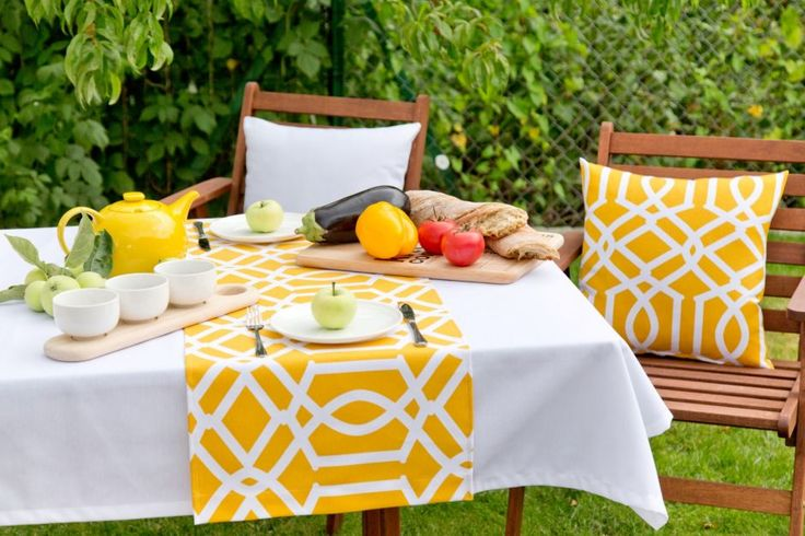 Breakfast in the garden. #dekoriapl #garden #spring #decorations #inspirations #pillows #chairs #table #lovley
